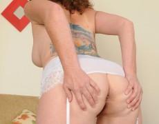 Las experimentadas curvas de Tammy Sue (23)