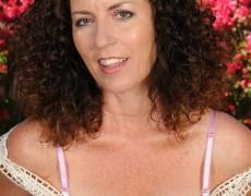 Las experimentadas curvas de Tammy Sue (4)