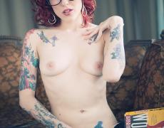 Leanna Banana leyendo un libro desnuda (15)
