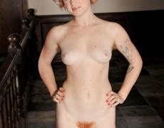 Pelirroja natural con tatuajes (14)
