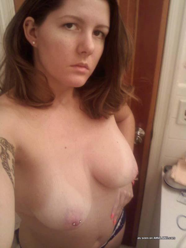 Tampa se queda una noche con una chica tatuada