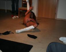 Stripper tatuada se la mete hasta en el culo (16)