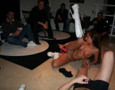 Stripper tatuada se la mete hasta en el culo (54)