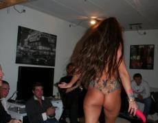 Stripper tatuada se la mete hasta en el culo (61)