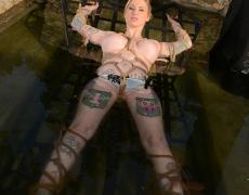 Super tetona tatuada atada (10)