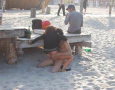 Tatuada amateur cogiendo en la playa (9)