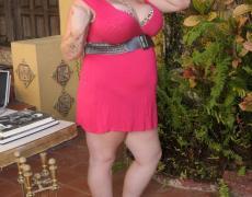 Tatuada con tetas gigantes (3)