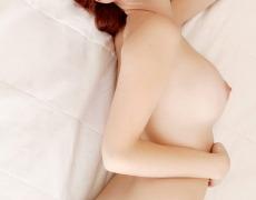 Tierna pelirroja tatuada desnuda (8)