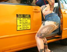 Tomando un taxi nivel Adahlia (1)
