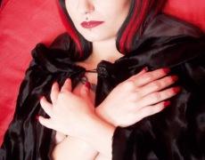 Amelia G como vampira desnuda (4)