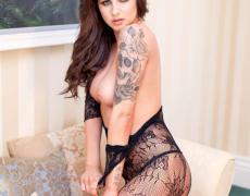 Courtney Tugwell luciendo sus nuevos tatuajes (35)