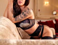 Courtney Tugwell luciendo sus nuevos tatuajes (4)