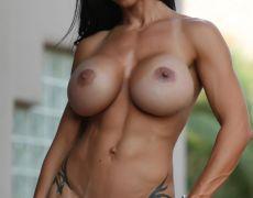 El atlético cuerpo de la milf tatuada Jewels Jade (54)