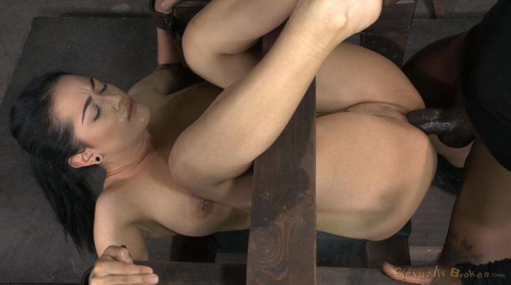 Katrina Jade como un perfecto objeto sexual