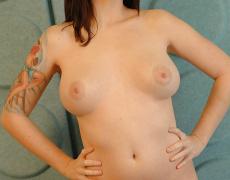 La pelirroja tatuada Cassie Leanne desnuda (10)