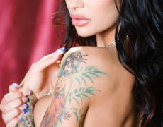 La sexy tetona tatuada Angelina Valentine (6)