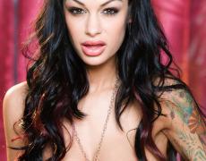 La sexy tetona tatuada Angelina Valentine (9)