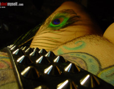 Lashes tatuada peluda en I Shot Myself (4)