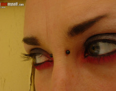 Lashes tatuada peluda en I Shot Myself (70)