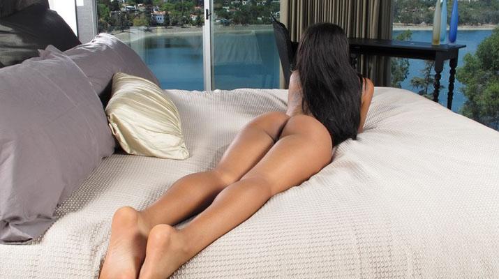 Leilani Leeane abriendo sus piernas