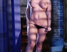 Leya Falcon y su voluptuosos y tatuado cuerpo (12)