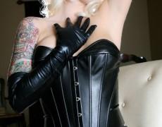 Lynn Pops hermosa en latex negro (7)