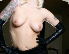 Lynn Pops hermosa en latex negro (8)