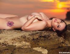 Elizabeth Marxs abriendo las piernas en la playa (14)