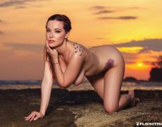 Elizabeth Marxs abriendo las piernas en la playa (16)