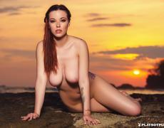Elizabeth Marxs abriendo las piernas en la playa (18)