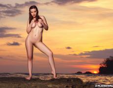 Elizabeth Marxs abriendo las piernas en la playa (29)