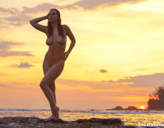 Elizabeth Marxs abriendo las piernas en la playa (31)