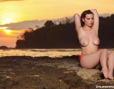 Elizabeth Marxs abriendo las piernas en la playa (5)
