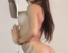 La argentina tatuada Belen Lavallen mojada y desnuda (21)