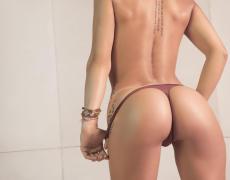 La argentina tatuada Belen Lavallen mojada y desnuda (25)