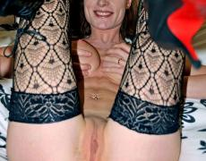 La tatuada exhibicionista Julie  (106)