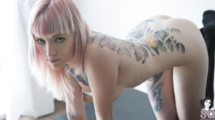 Berenice uruguaya con tatuajes desnuda