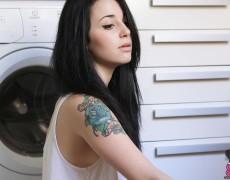 Quince espanola con tatuajes desnuda (15)