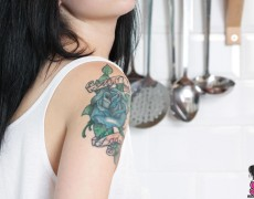 Quince espanola con tatuajes desnuda (8)
