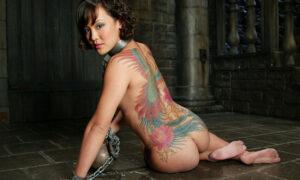 Asiática tatuada masoquista