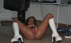 Stripper tatuada se la mete hasta en el culo