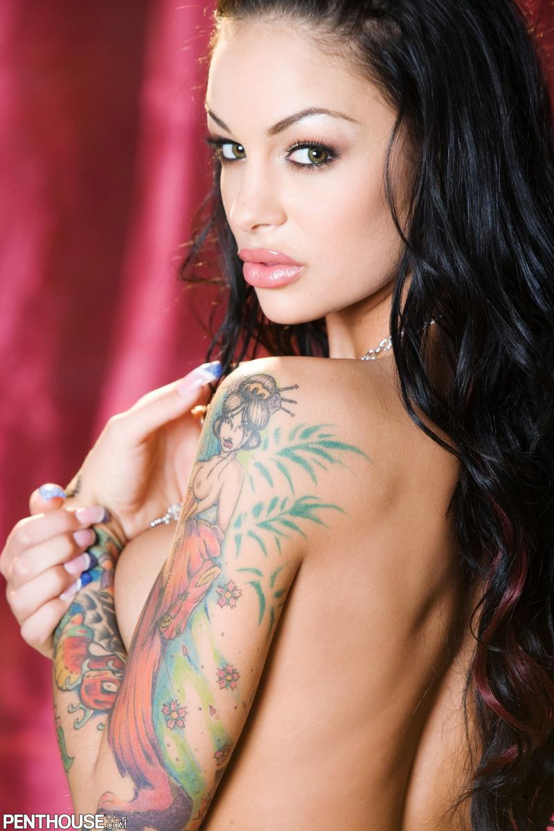 Actrices Porno Tatuafa la sexy tetona tatuada angelina valentine   tatuadasporno